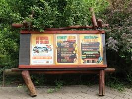 Tento víkend Safari Park Dvůr Králové už tradičně představí svým návštěvníkům největší koncentraci africké kultury a gastronomie v Česku. Tento rok přichází s Africkým víkendem a kulturním programem během celého léta. Program a vizuál Afrického víkendu a léta je následující: