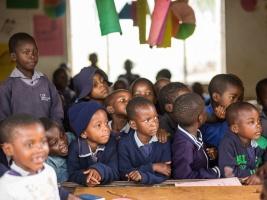 Školáci pomáhají dětem. Foto (c) Jana Sandner