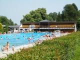 Plavecký bazén a šatny na Tyršově koupališti ve Dvoře Králové nad Labem