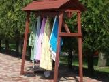 Praktické věšáky na župany u letních tobogánů (Kamikaze, Spiro) a italského bazénu