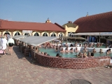 Polokrytý sedací bazén