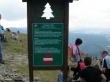 Zřetelně označená jednosměrná cesta na vrchol Sněžky