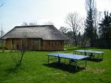 Bungalov a stoly na stolní tenis v Safarikempu, ZOO Dvůr Králové nad Labem